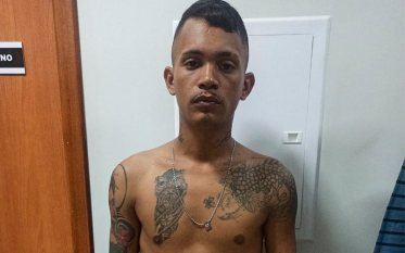 Polícia Militar flagra três vendendo droga em bar no Bairro da Paz
