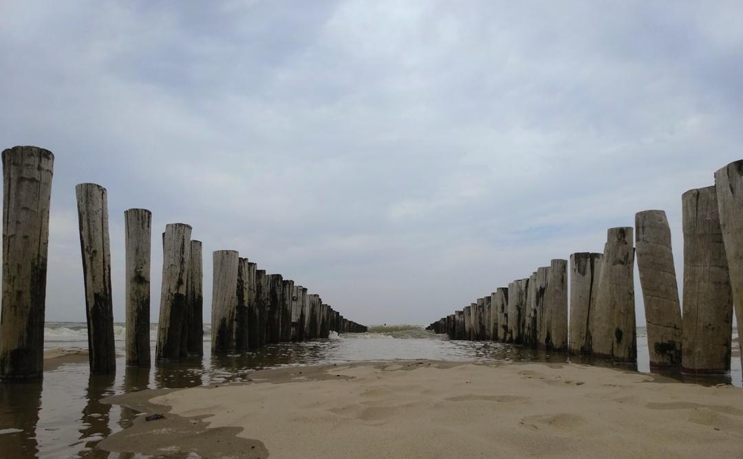 Strandpalen bij Strand Westhove, Oostkapelle, Domburg
