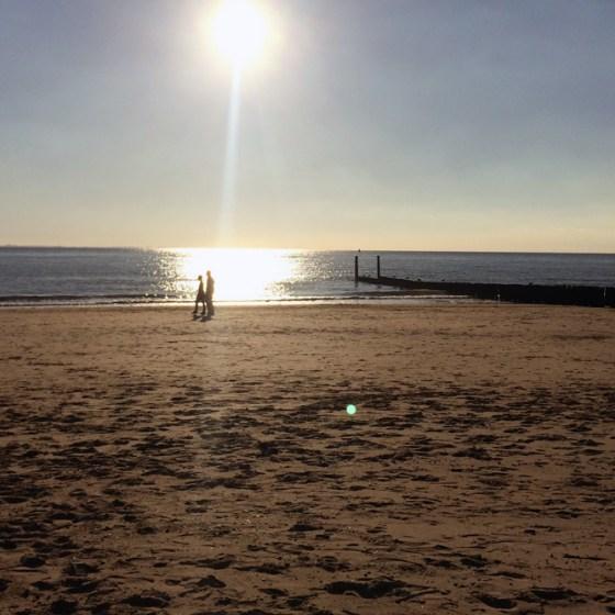 Een verfrissende strandwandeling in de herfst