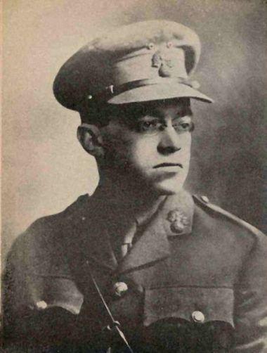 זאב ז'הוטינסקי במדי הגדוד העברי