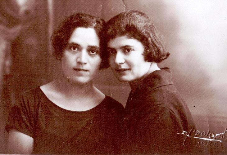 שרה (מימין) רבקה