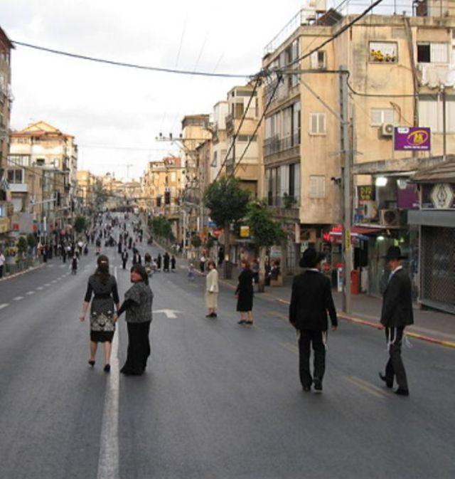 רחוב ר' עקיבא בשבת צילום ORI ויקיפדיה