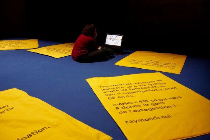 """Dans l'exposition """"Les enfants d'abord !"""" l'artiste et chercheuse Marie Preston présente des documents sur les écoles expérimentales. (©Ville de Saint-Nazaire)"""