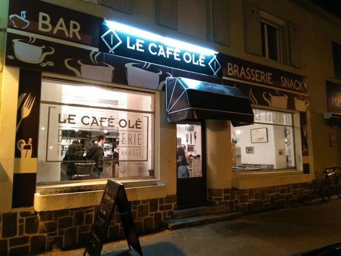 Bar-Brasserie en centre ville de Donges. Restauration traditionnelle, Cuisine du monde, Bar, Tapas, Terrasse, Jeux, Convivialité, Musique...