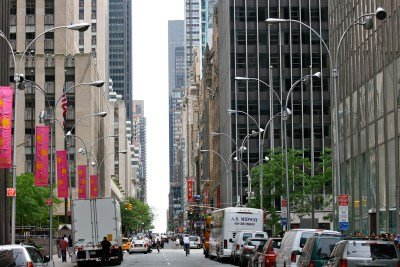 Tommy Pützstück, Straßenschlucht dem Himmel entgegen in New York