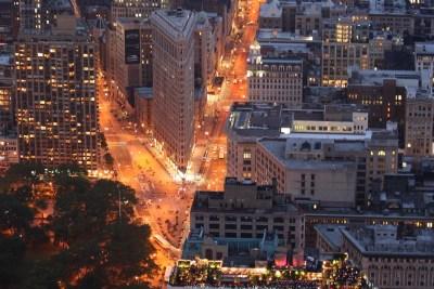 """Tommy Pützstück, Vom """"Empire State  Building bei Nacht auf das Flatiron Building in New York"""