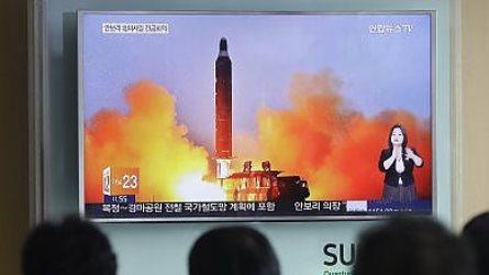 Schiaffo all'America: la Nord Corea lancia missile nucleare nel mar del Giappone