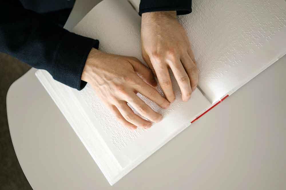 Cara Membaca Huruf dan Angka Braille yang Paling Tepat dan Mudah