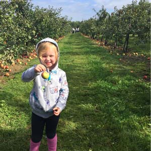Fall and winter activities in Columbus, OH (USA) | Apple Picking at Lynd's Fruit Farm
