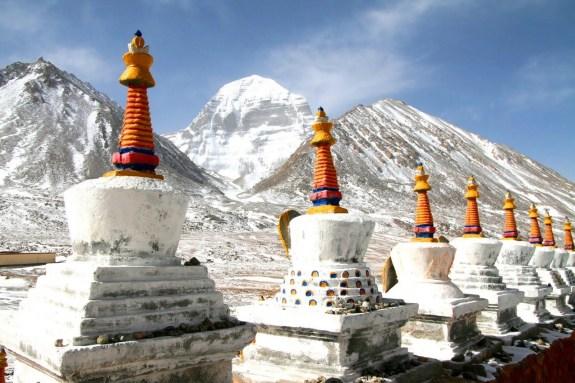 Stupa allineati ai piedi del m.te Kailash