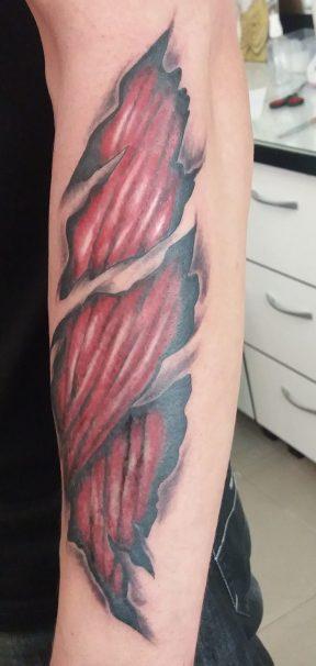 izom tetoválás karra