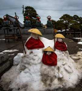 Snow Buddhas outside Zenkō-ji Temple