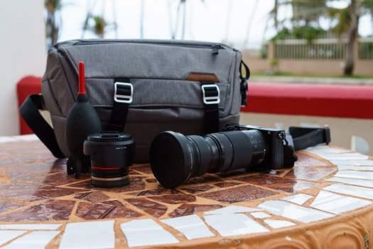 Peak Design Everyday Sling - The Best Mirrorless Camera Bag for Travel