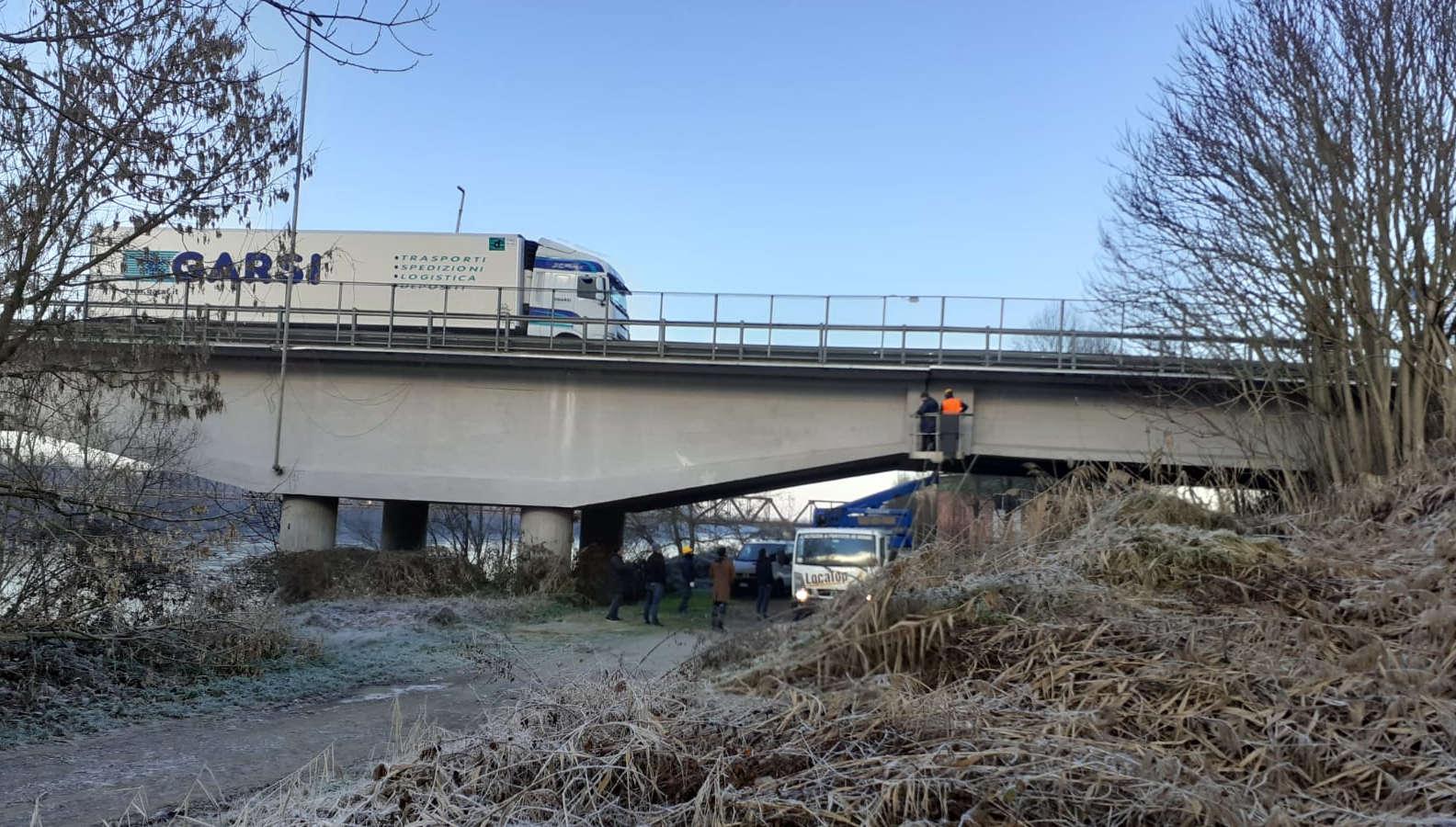 Colorno: senso unico alternato sul ponte sul Po per istallazione sensori