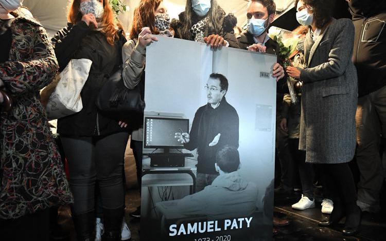 Francia ricorda Paty, ucciso per aver mostrato caricature Maometto
