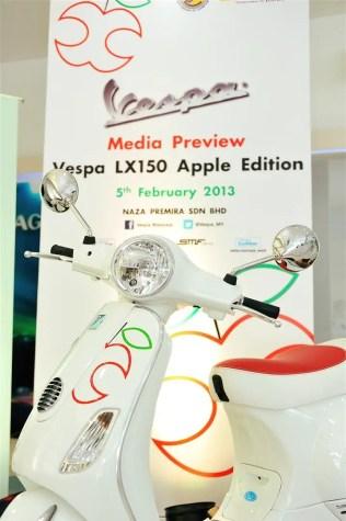 Vespa LX150 Apple Edition - 09