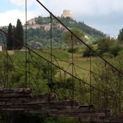 Castiglion d'Orcia dal fiume Orcia
