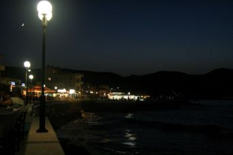 Kissamos by night