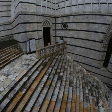 Scalinata verso Piazza Duomo