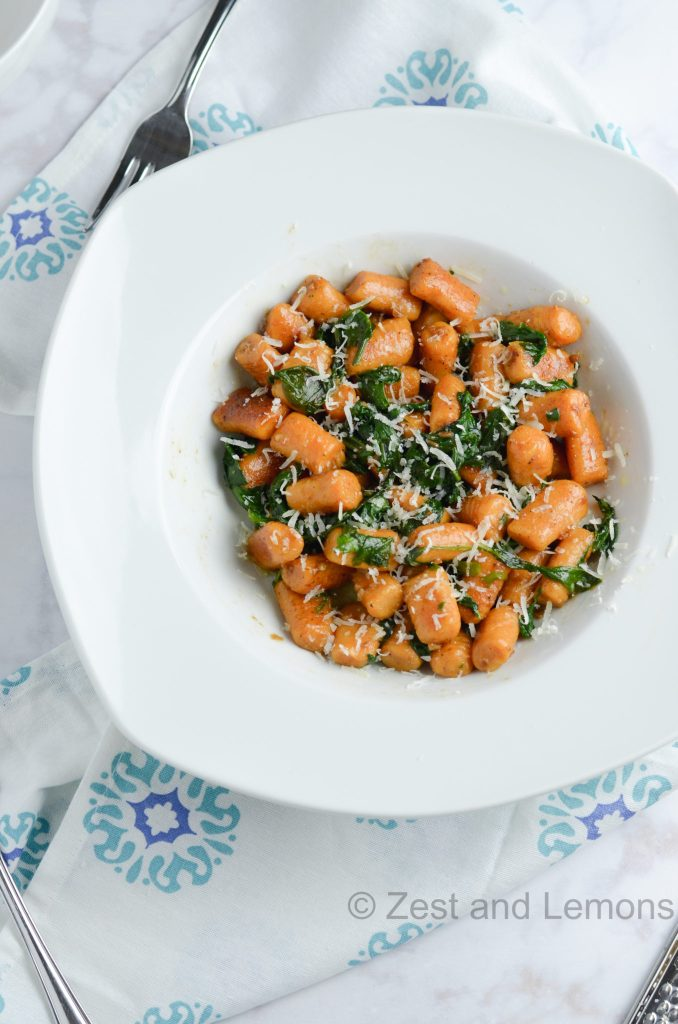 Gnocchi with spinach and garlic