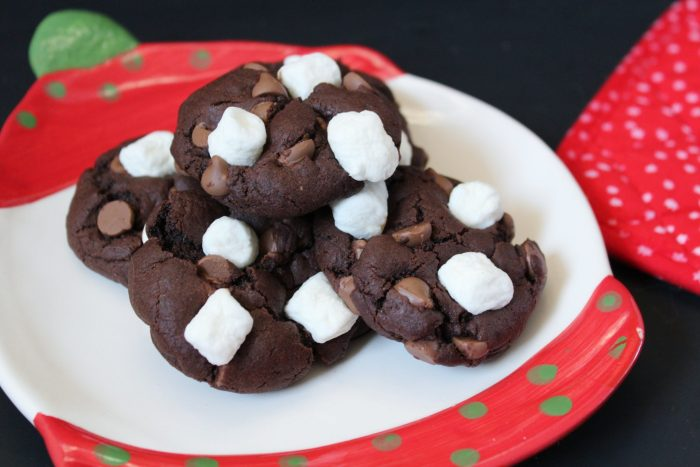 Hot Chocolate Cookies - These are like a cup of hot cocoa in cookie form! Rich chocolatey cookies topped with mini marshmallows will become a new holiday favourite.