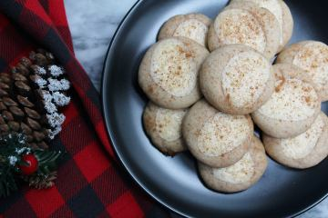 Eggnog Cheesecake Thumbprint Cookies - a scrumptious thumbprint cookie full of holiday flavour! Why just drink eggnog when you can eat in in cookie form too?!