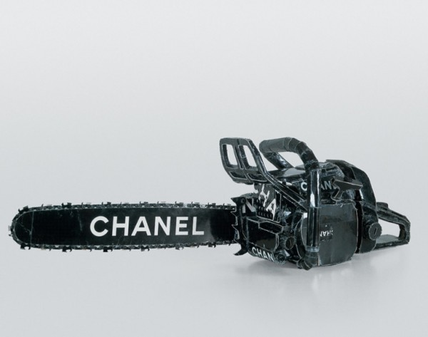 tom-sachs-chanel-tronconneuse-600x473