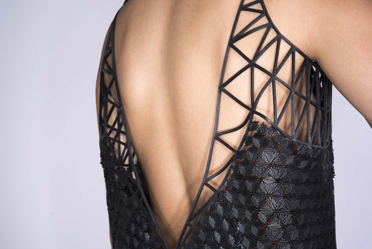 danit-peleg-creates-full-3d-printed-fashion-collection-at-home-5