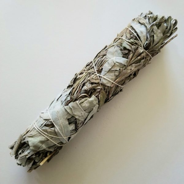 Salvia greatae & Salvia apiana Smudge Bundle I call this the nitro duo. Two dynamic sages in one smudge. White Sage is known for itsCleansing & protection. Lavender Sage is known for its calming and quieting powers. TogetherThey clear the space, leave it feeling tranquil & peaceful, then lock it in with protection. Magical Uses: Attraction & bringing in Spirit. Chakra: Root & Heart