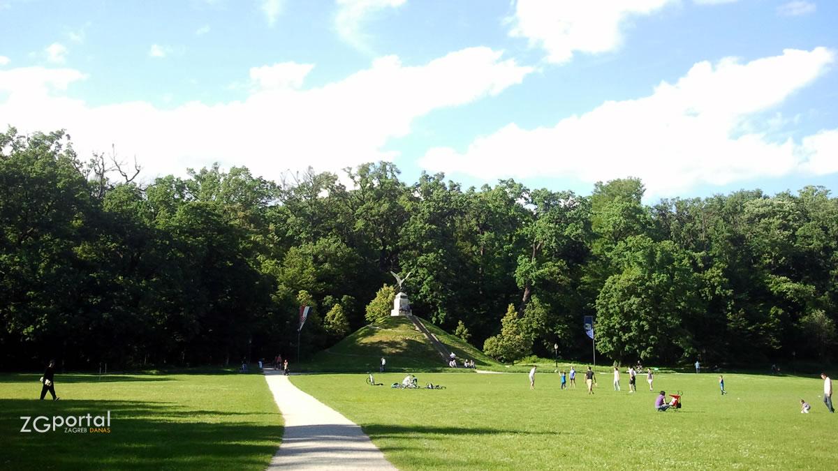 mogila - park maksimir, zagreb - svibanj 2013.