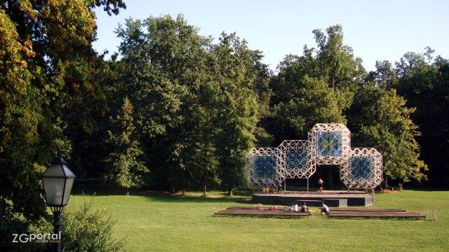 """velika pozornica - skulptura """"željezna čipka"""" - park maksimir, zagreb - srpanj 2012."""