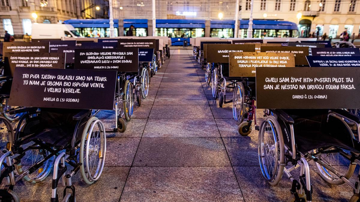 100 invalidskih kolica, trg bana jelačića, zagreb - dan sigurnosti cestovnog prometa - 2020