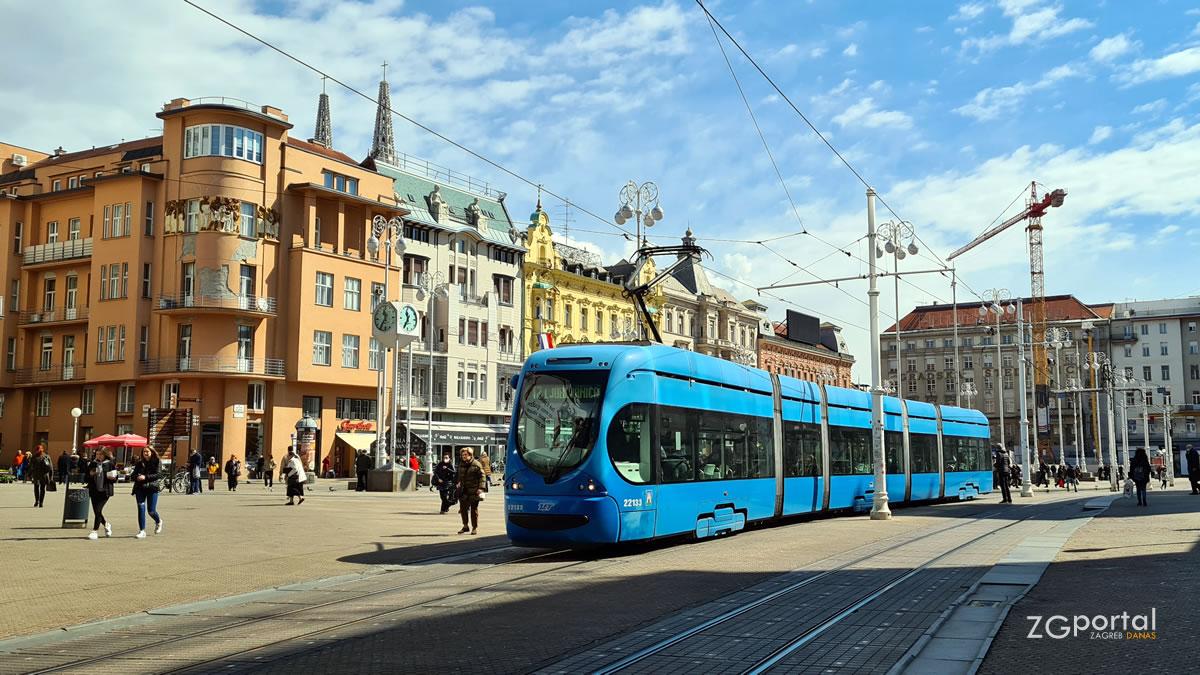 javni prijevoz - tramvaj- trg bana jelačića, zagreb - travanj 2021.