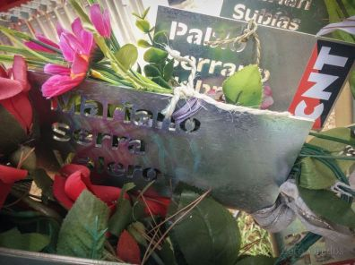 Poste que recuerda a Mariano Valero