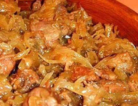Индейка тушеная, капуста квашеная, сало свиное. Эстонская кухня.