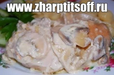 Курица варено тушеная грибы, желтки, сметана, мука. Эстонская кухня.