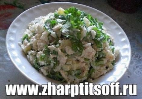 Салат с курицей и рисом. Вкусное и очень питательное блюдо.