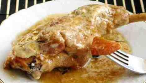 Блюдо из тушеного кролика в пикантном соусе. Необычный яркий вкус.