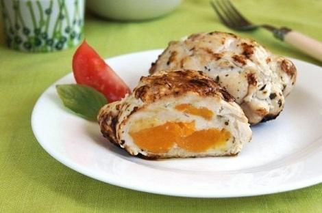 Рулеты из курицы с сыром, персиком консервированным