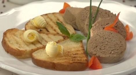 Ливерная колбаса курица, печень, лук, морковь. Домашняя колбаса.