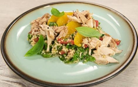 Салат из кролика. Используем апельсины, булгур, томаты и зелень.