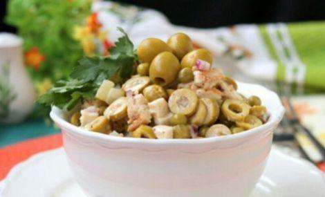 Горячая закуска из курицы с грибами, оливками. Эстонская кухня.