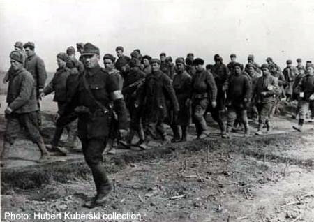 Soldati sovietici capturati de romani pe Frontul de Est via Ziaristi Online