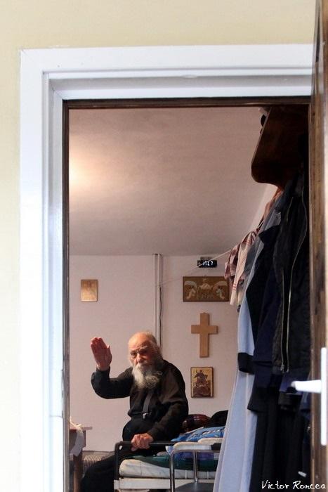 15 Monahul Paulin Clapon de la Petru Voda - La revedere 2 - Foto Victor Roncea