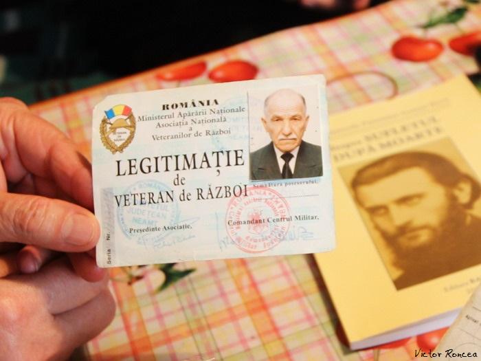 5 Monahul Paulin Clapon de la Petru Voda in chilia sa - Legitimatie de Veteran - Foto Victor Roncea
