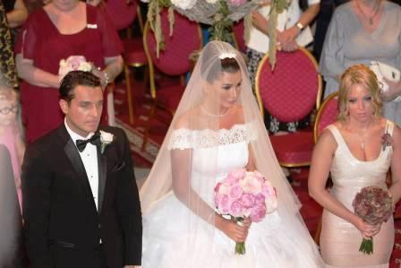 """La nunta Elenei Băsescu, cu primarul Leoreanu, deputatul Marius Neculai și """"Pinalty"""""""