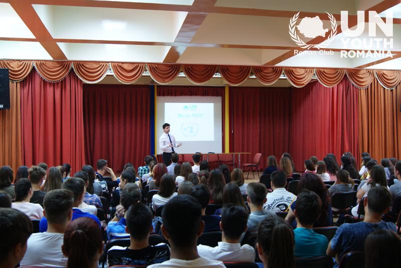 """Asociația """"Tineretul ONU"""" s-a prezentat liceenilor de la """"Petru Poni"""""""