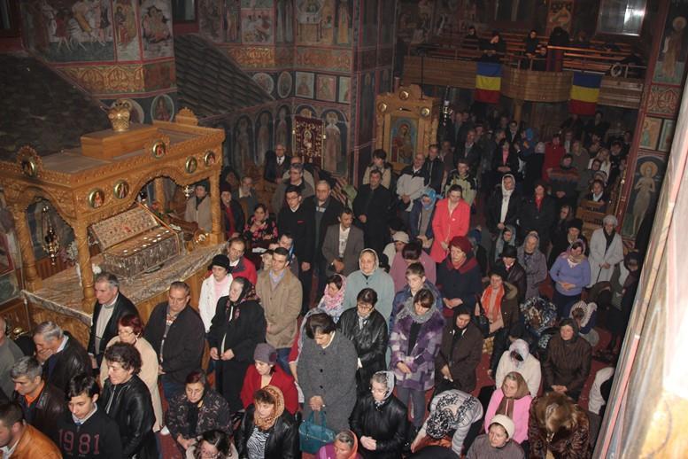 """Rugăciuni la Catedrală pentru victimele din """"Colectiv"""" şi din atentatele din Franța"""