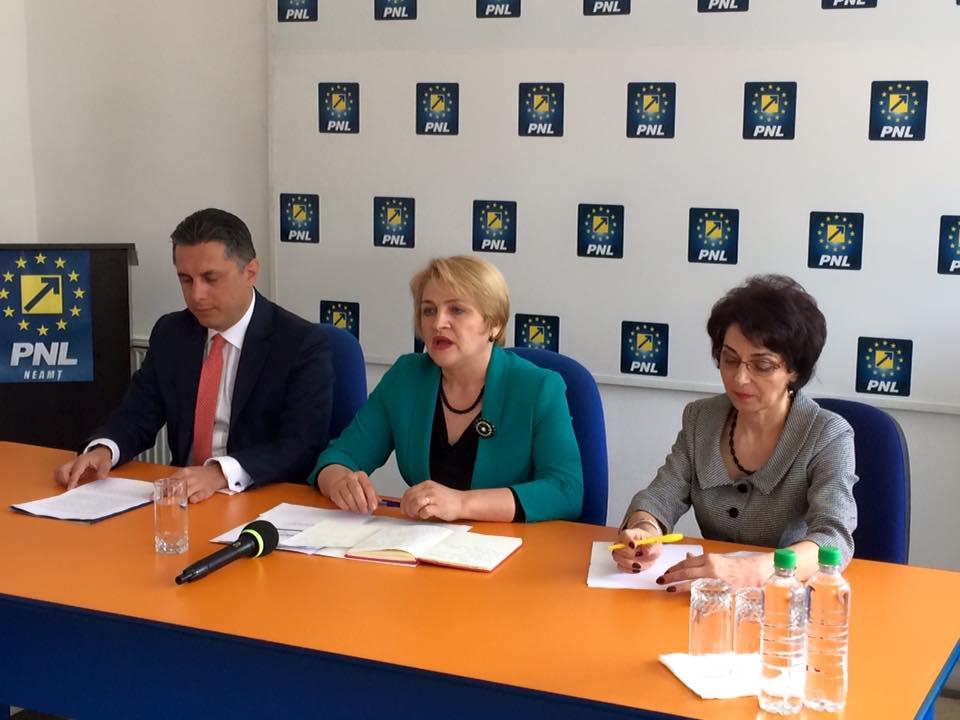 """Lucia Varga: """"PNL susţine şi încurajează candidatura femeilor în comunele Săvineşti, Pângăraţi, Trifeşti şi Boteşti"""""""
