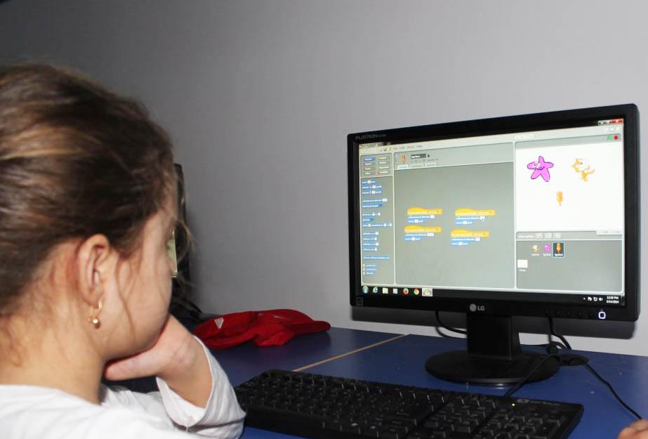 Lista celor 316 elevi din Neamț care îşi vor putea cumpăra un calculator prin programul Euro 200